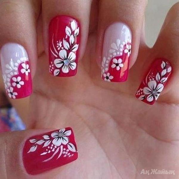 маникюри с цветя