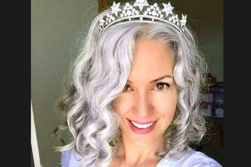 прекрасна сива коса