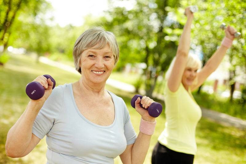 упражнения за ръце с еластични ленти