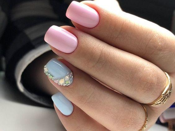 пастелен маникюр синьо розово
