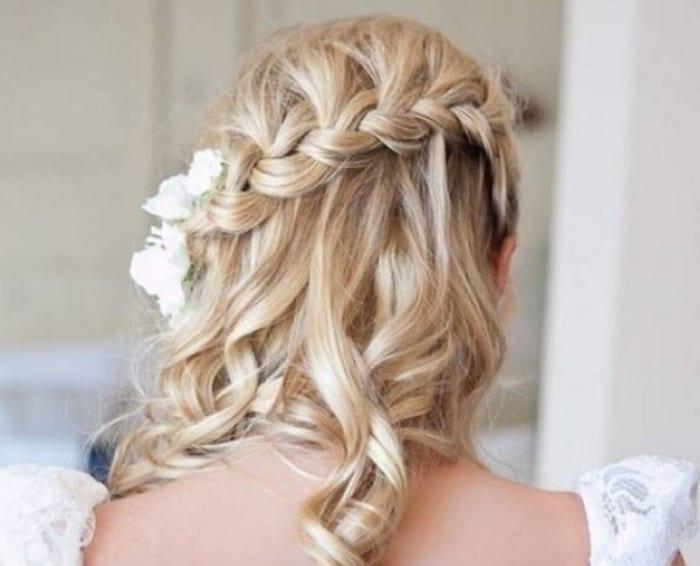 френски водопад на руса коса