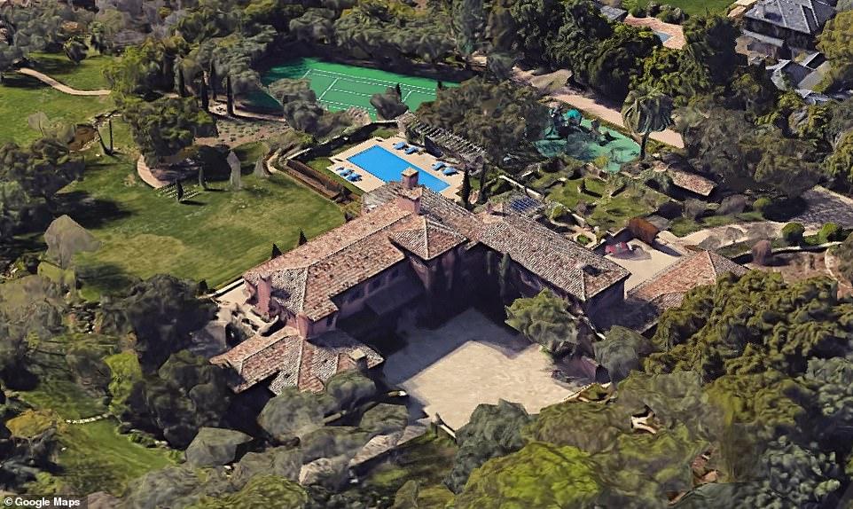 имение с басейн