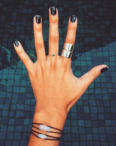 Short, black nails.  It's either something really short or dramatic coffin nails.  There's no In between: