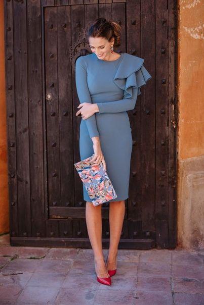 сиво-синя рокля с интересен ръкав