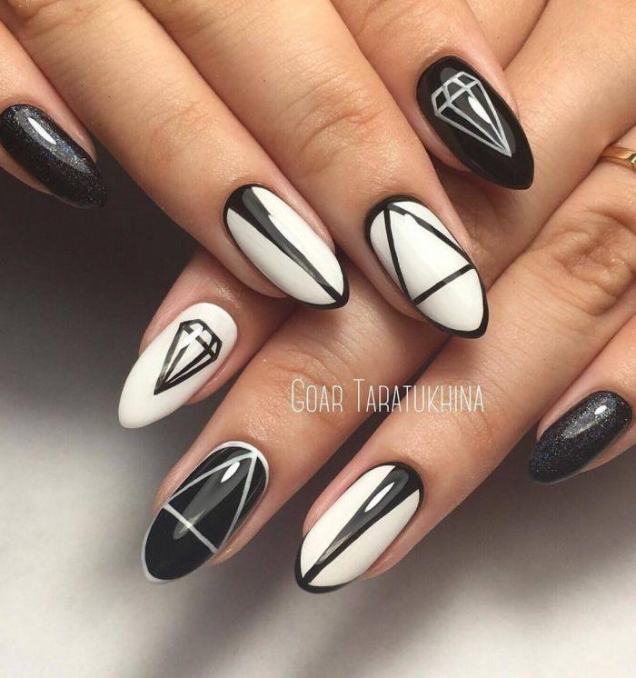 геометричен маникюр черно бяло