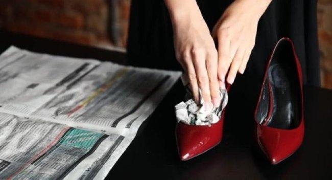 разширяване на обувки с вестник