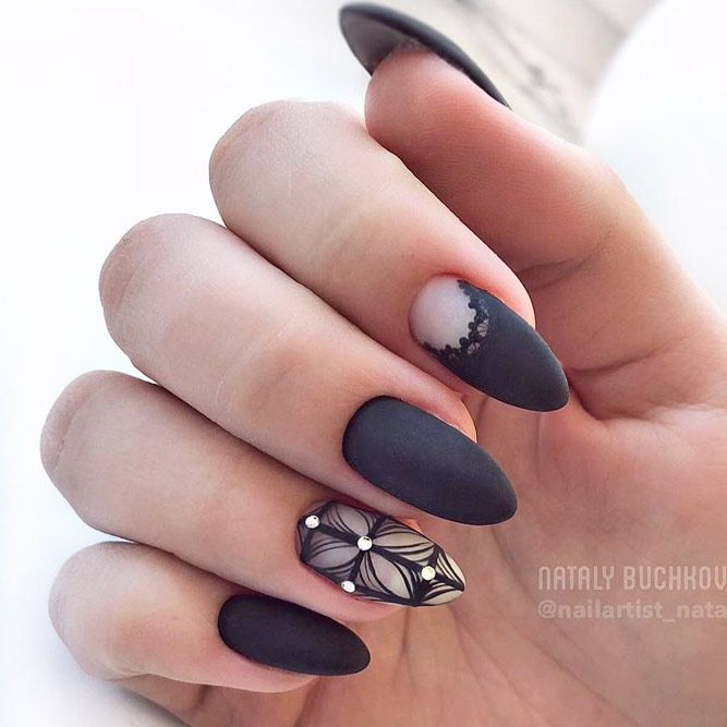 красив маникюр черно и кристали