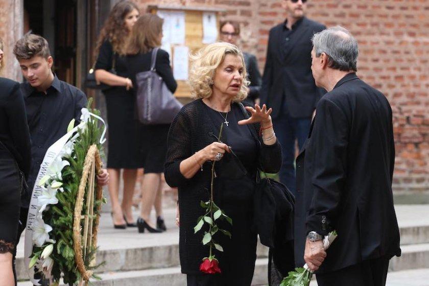 Мария Бешлиева в черно
