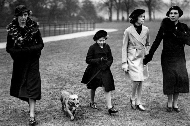 Мариън Крофорд с кралица Елизабет