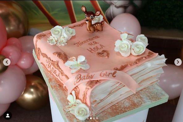 бебешка торта розово