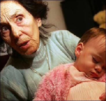 възрастна майка