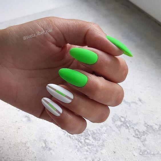 ярък маникюр в зелено