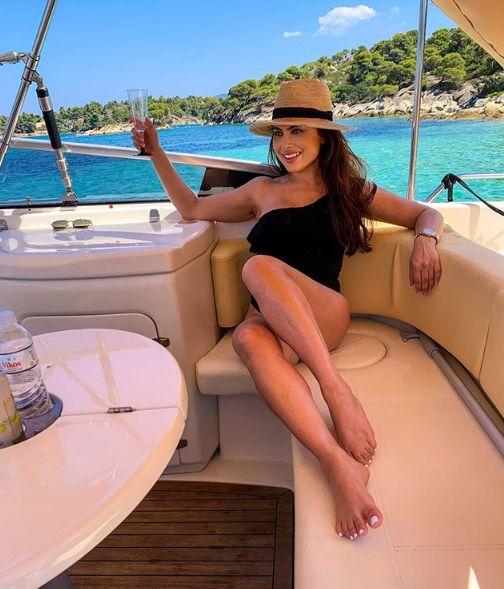 Лили Клюкарката яхта