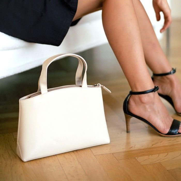 чанта на пода