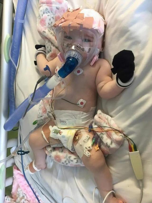 бебе заразено с Ковид