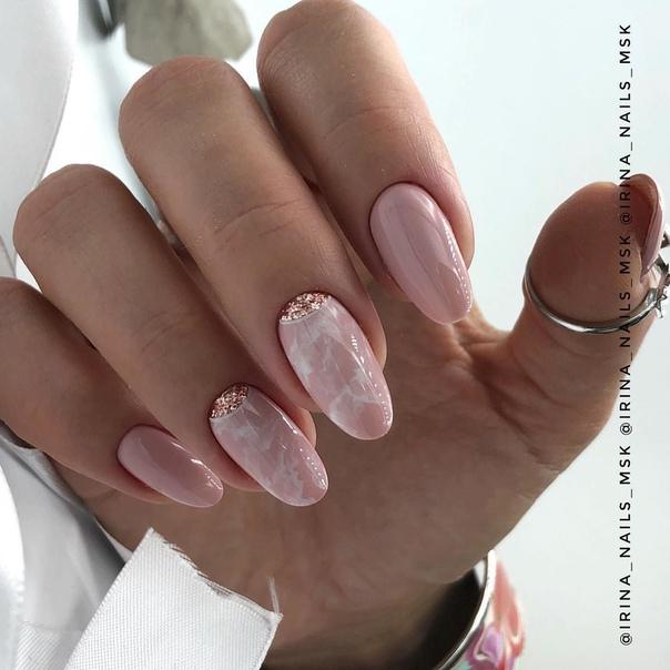 мраморен маникюр в розово