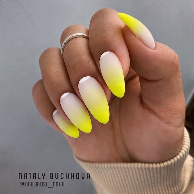 жълт омбре маникюр