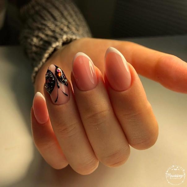 нежен френч с пеперуда