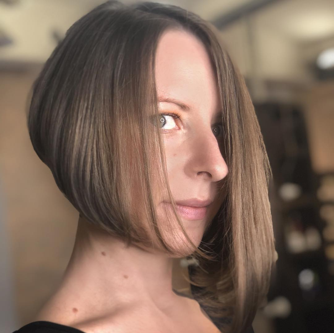 асиметричен боб на тънка коса
