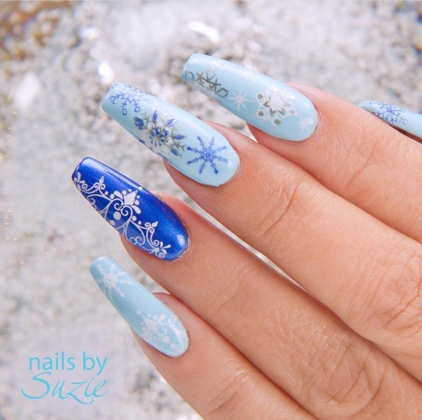 зимен маникюр в синьо
