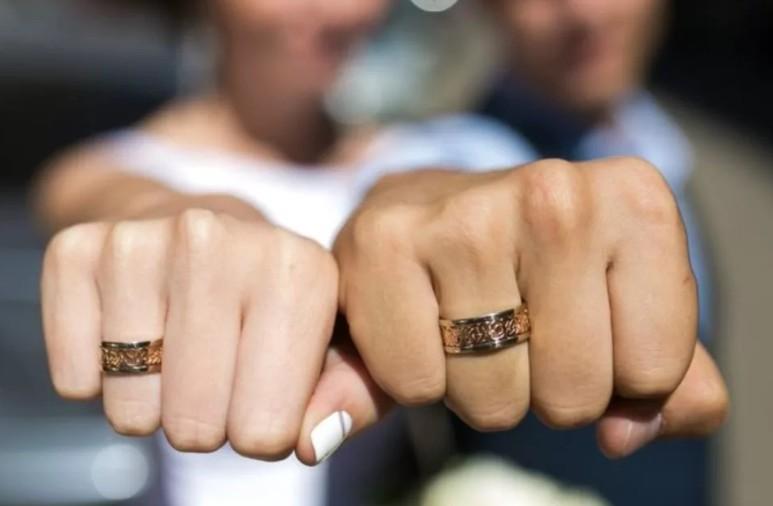 украсени брачни халки