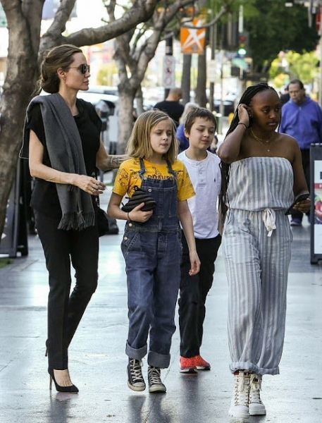 Анджелина Джоли с децата си