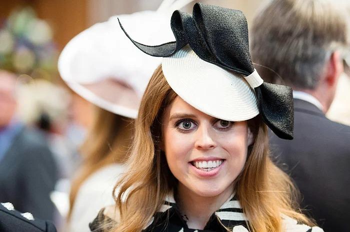 принцеса Беатрис шапка