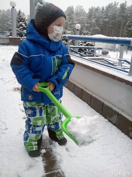 момченце в снега