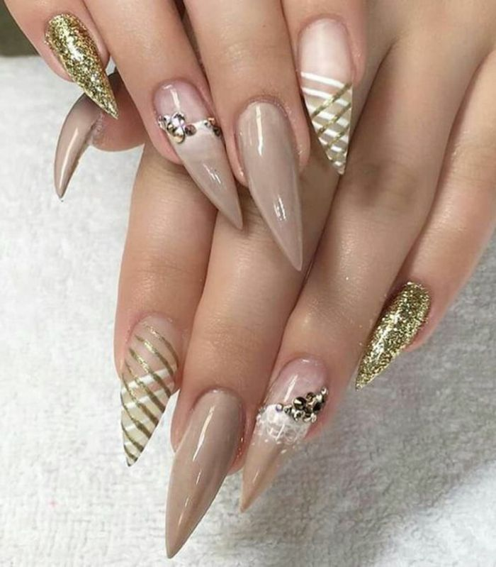 маникюр със злато и кристали