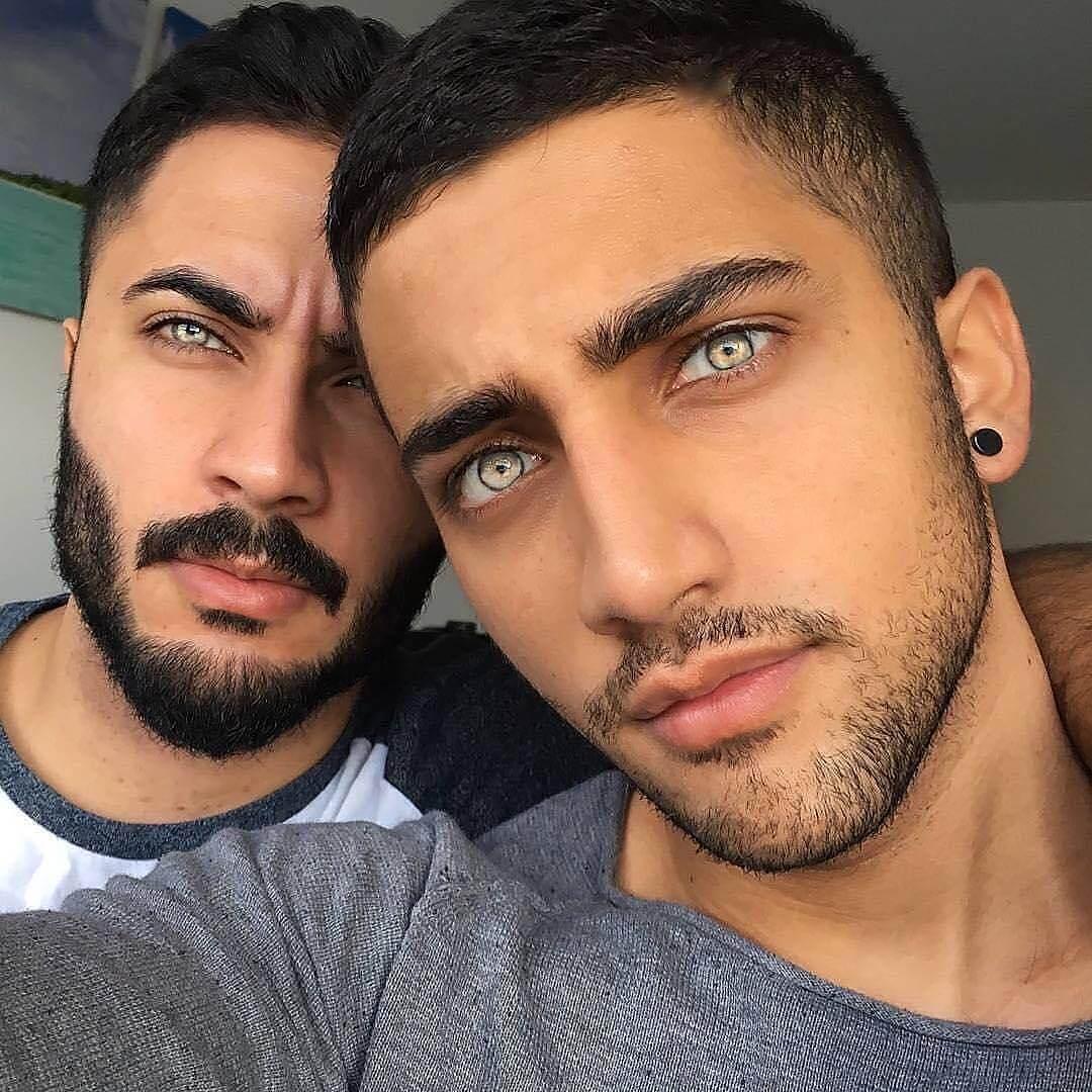 братя с необичайни очи