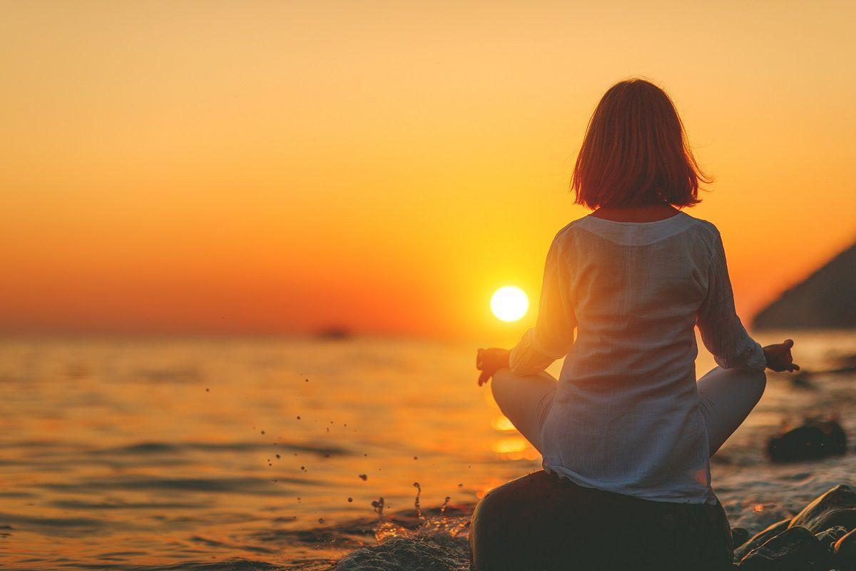 жена йога
