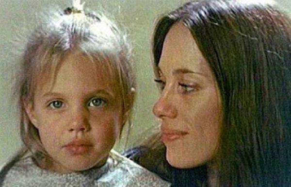 Анджи с майка си