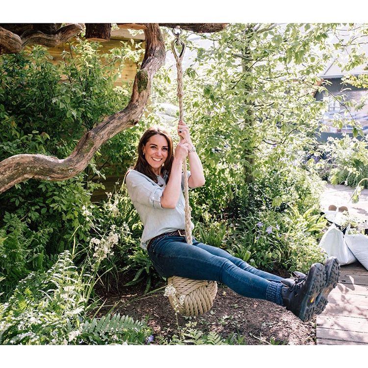 Кейт Мидълтън в градината