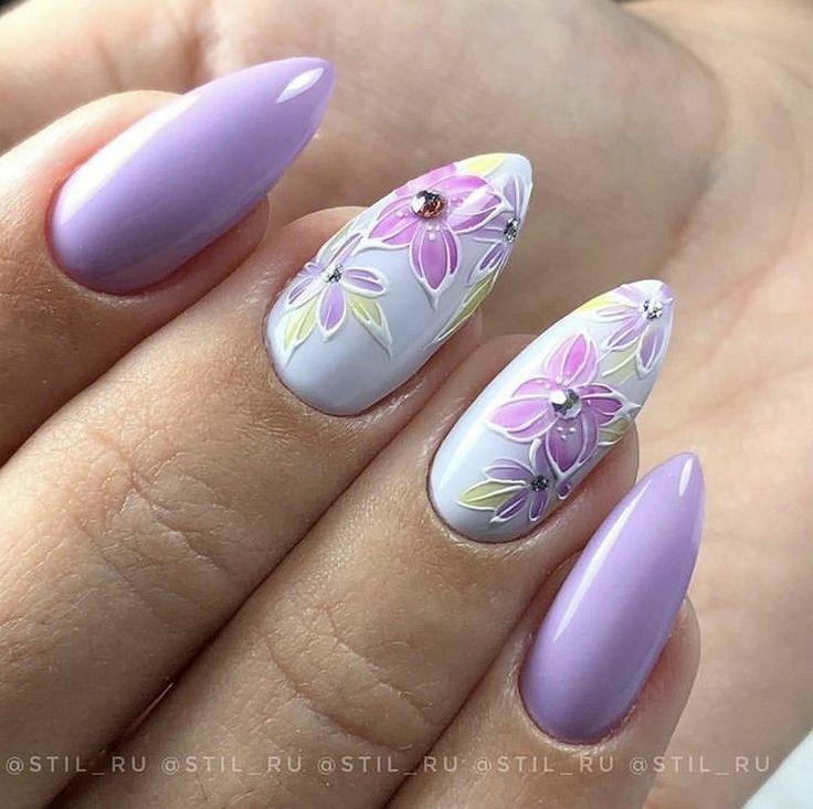 маникюри с цветя и пеперуди