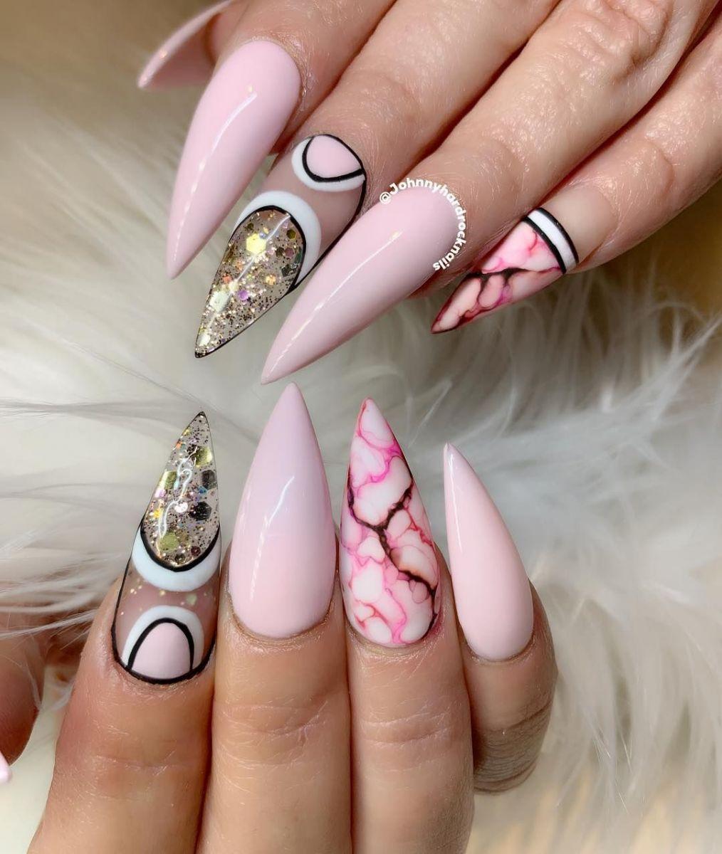 маникюр в розово бяло  и златно