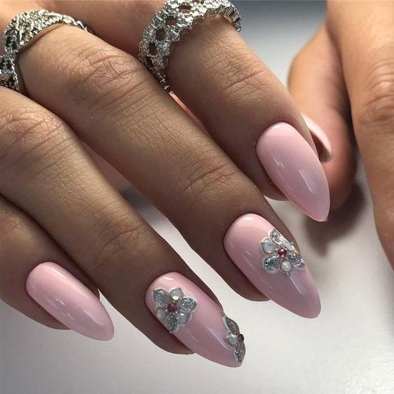 розов маникюр камъчета