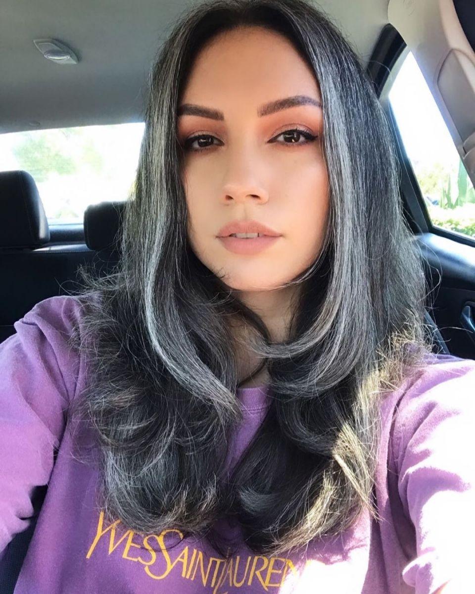 коса в сребристо сиво