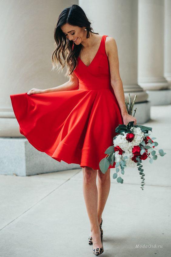младежка червена рокля