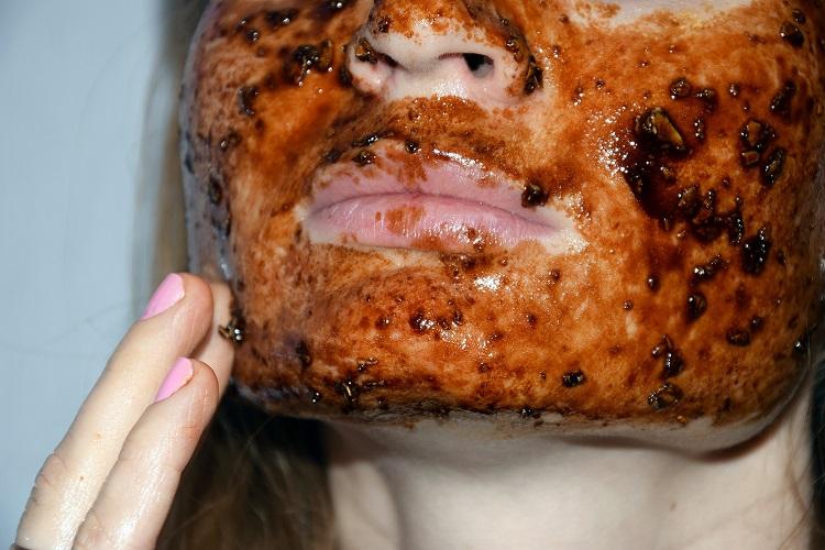 маска с кафе