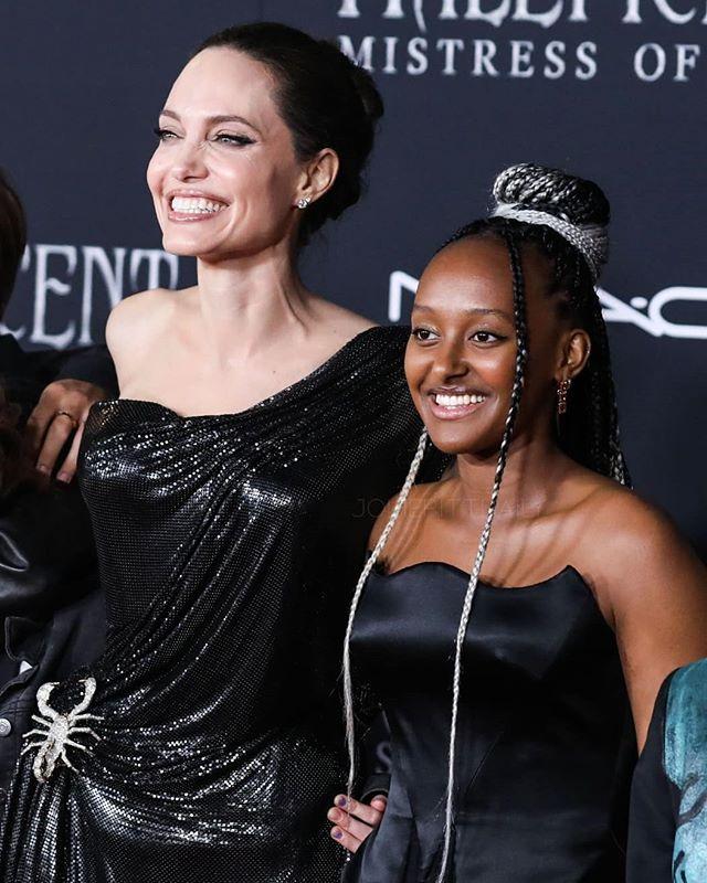 Захара Джоли-Пит с майка си