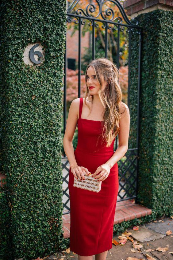 червена рокля по тялото
