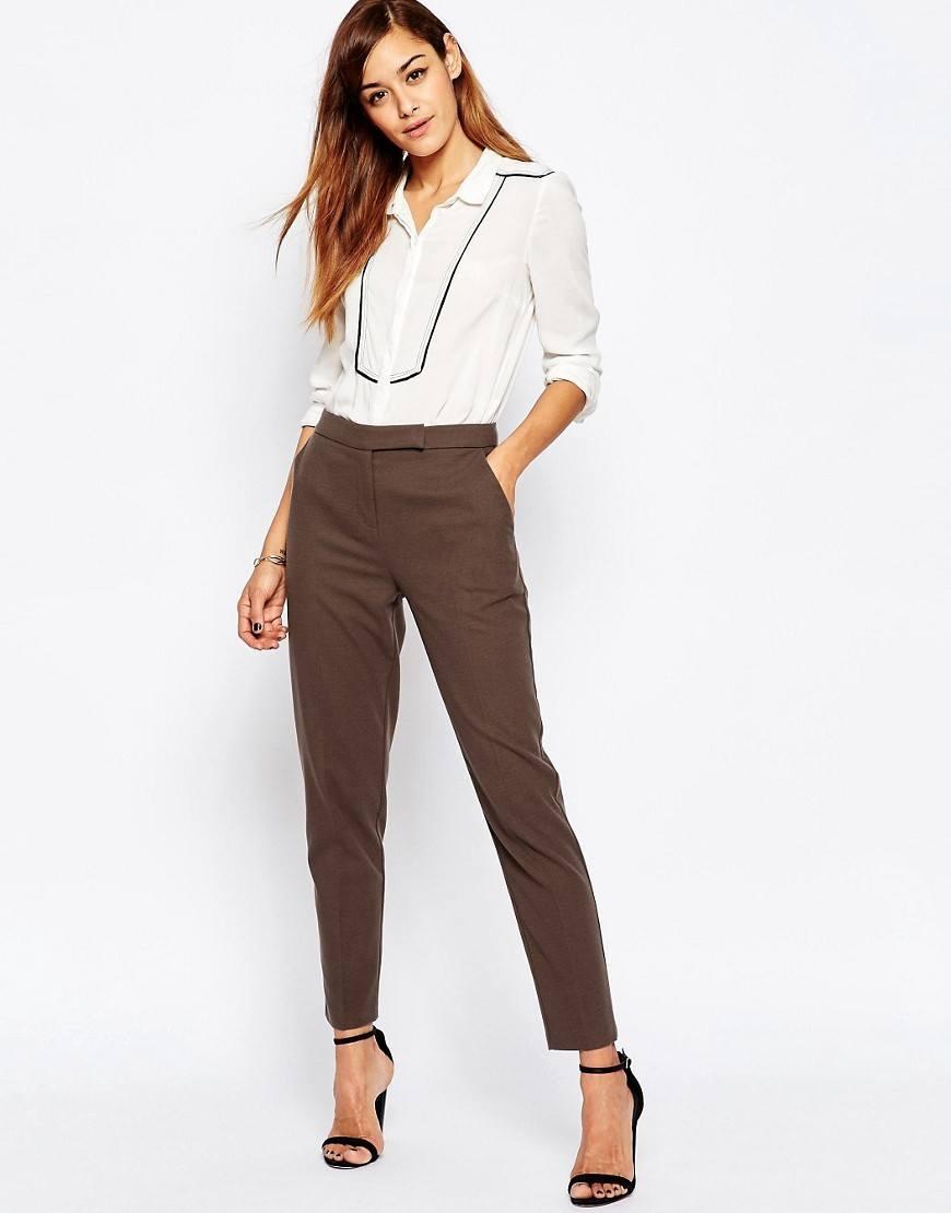 тесни панталони чинос