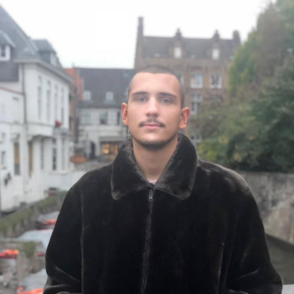 млад мъж