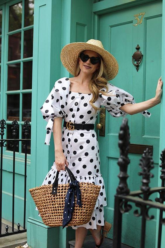 бяла рокля на точки