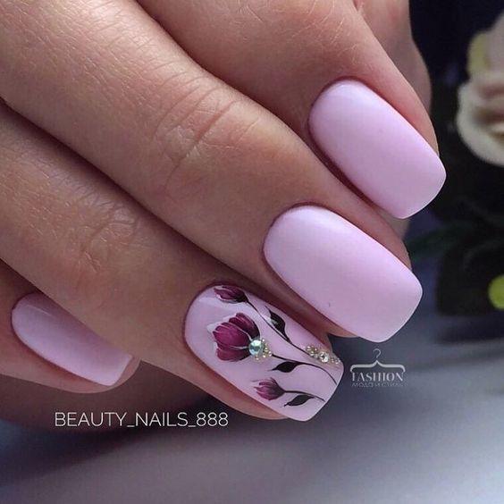 нежни маникюри в розово