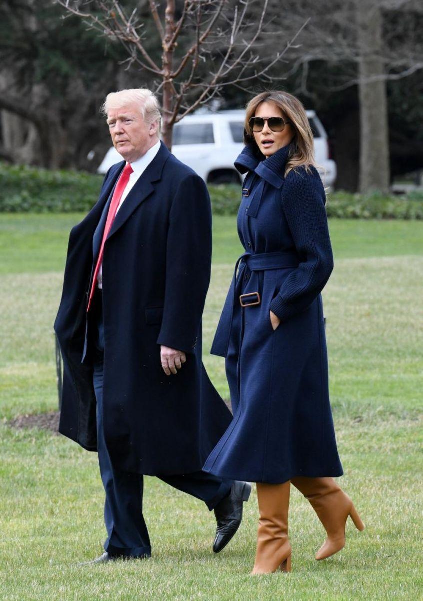 Мелания тъмносиньо палто