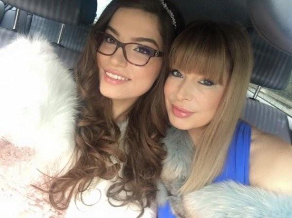 Мира Добрева с дъщеря си