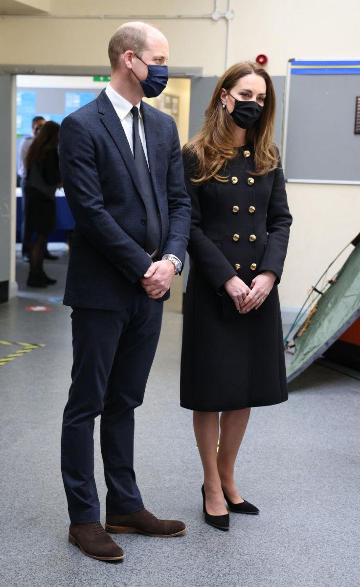 Кейт Мидълтън черно палто