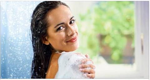 жена мие раменете си