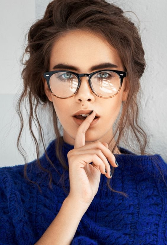 съчетание грим очила